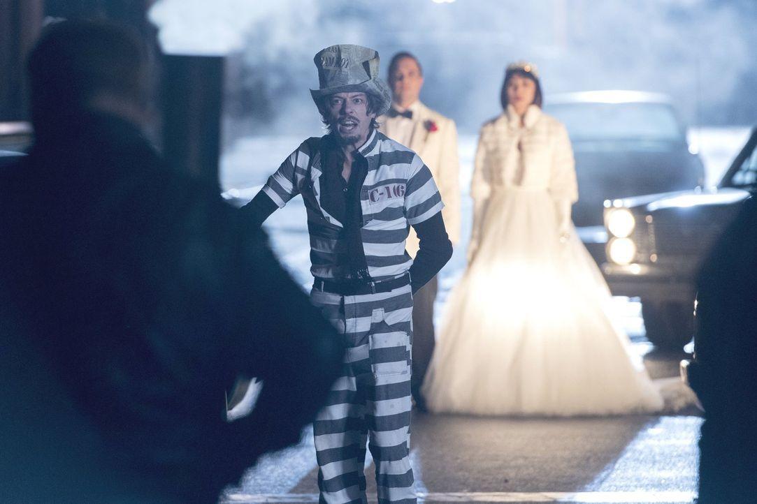 Jervis Tetch (Benedict Samuel) und seine bösen Freunde in Arkham planen einen Ausbruch ... - Bildquelle: 2017 Warner Bros.