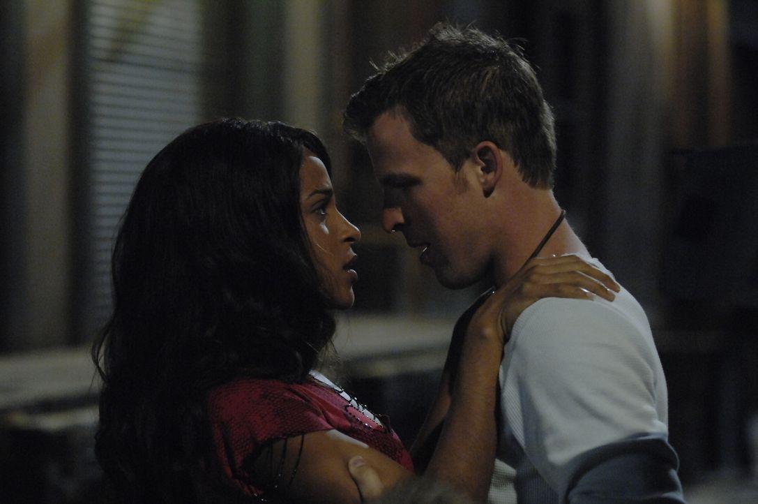 Hat die Liebe zwischen Isabelle (Megalyn Echikunwoke, l.) und Kyle (Chad Faust, r.) ein Chance? - Bildquelle: Alan Zenuk Viacom Productions Inc.