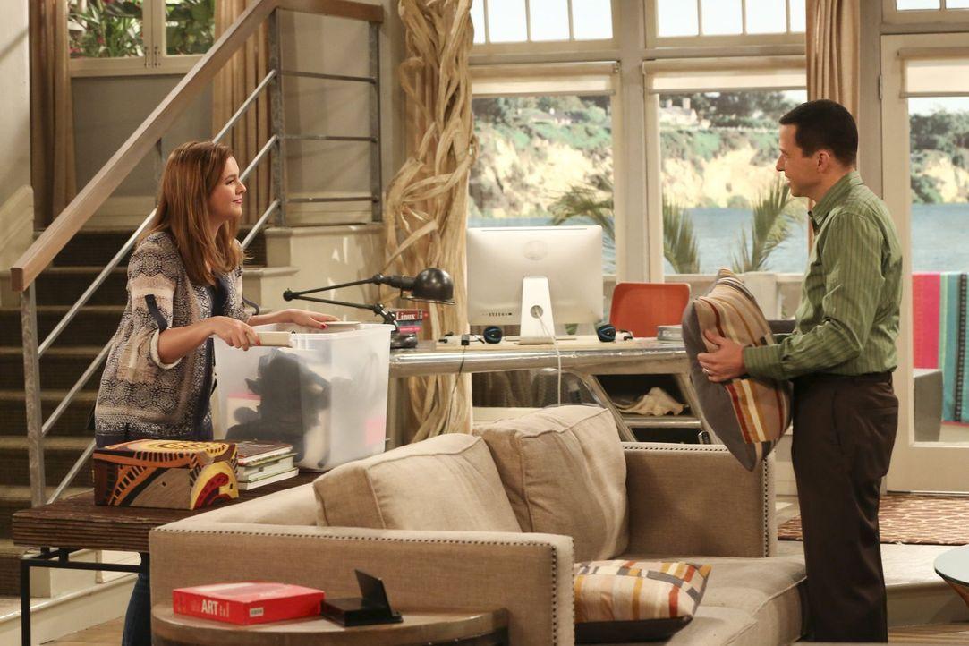Lyndsey steht stockbetrunken vor Alans (Jon Cryer, r.) Tür und ist kurz davor den Termin mit der Sozialarbeiterin zu sprengen. Kann Jenny (Amber Tam... - Bildquelle: Warner Brothers Entertainment Inc.