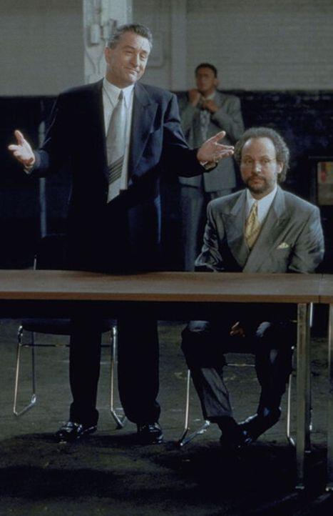 Eigentlich gilt er als der Härteste unter den harten Jungs. Doch plötzlich wird der New Yorker Mafiaboss Paul Vitti (Robert De Niro, l.) von Angstne... - Bildquelle: Warner Brothers International Television Distribution Inc.