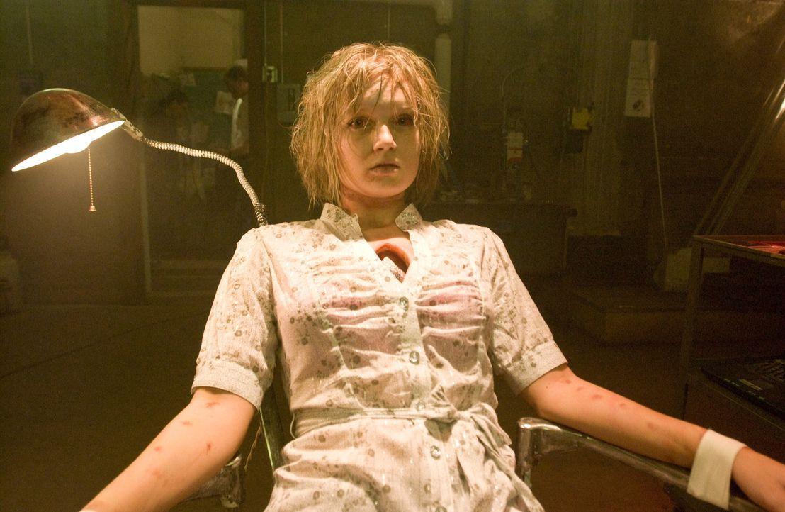 The Crusp ist zurück und bringt sogleich eine junge Frau (Whitney Labrum) in seine Gewalt. Der Serienkiller setzt seine Opfer einem derartigen Marty... - Bildquelle: Warner Bros. Television