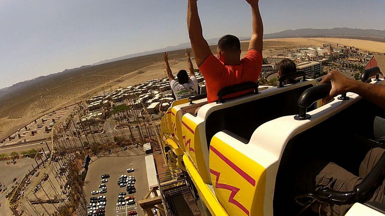 """Die """"Desperado"""" Achterbahn in Nevada erreicht Geschwindigkeiten, die Adrenalin-Junkie-Herzen höher schlagen lässt. - Bildquelle: 2012, The Travel Channel, L.L.C. All rights Reserved."""