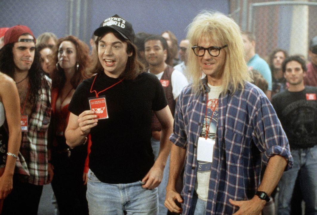 """Wayne (Mike Myers, M.) und Garth (Dana Carvey, r.) organisieren ein Open-Air-Festival in ihrer Heimatstadt Aurora. Wird das """"Waynestock"""" ein Erfolg... - Bildquelle: Paramount Pictures"""