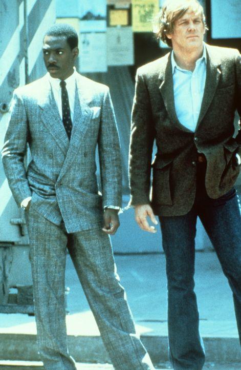 Gegensätze ziehen sich an: Der ungehobelte Cop Jack (Nick Nolte, r.) im Schmuddellook und der vorlaute Knastvogel Reggie (Eddie Murphy, l.) im Desi... - Bildquelle: Paramount Pictures