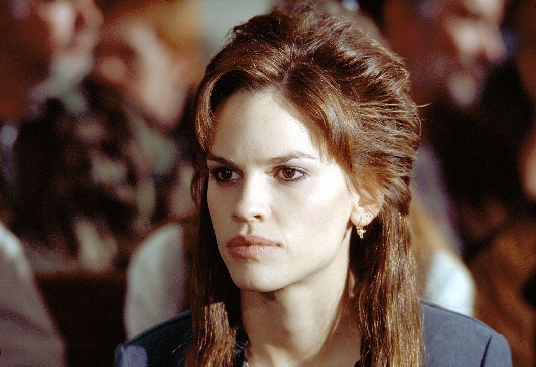 Valerie Barksdale (Hilary Swank) kann nicht fassen, dass ihr Mann ein Frauenmörder sein soll ... - Bildquelle: Paramount Pictures