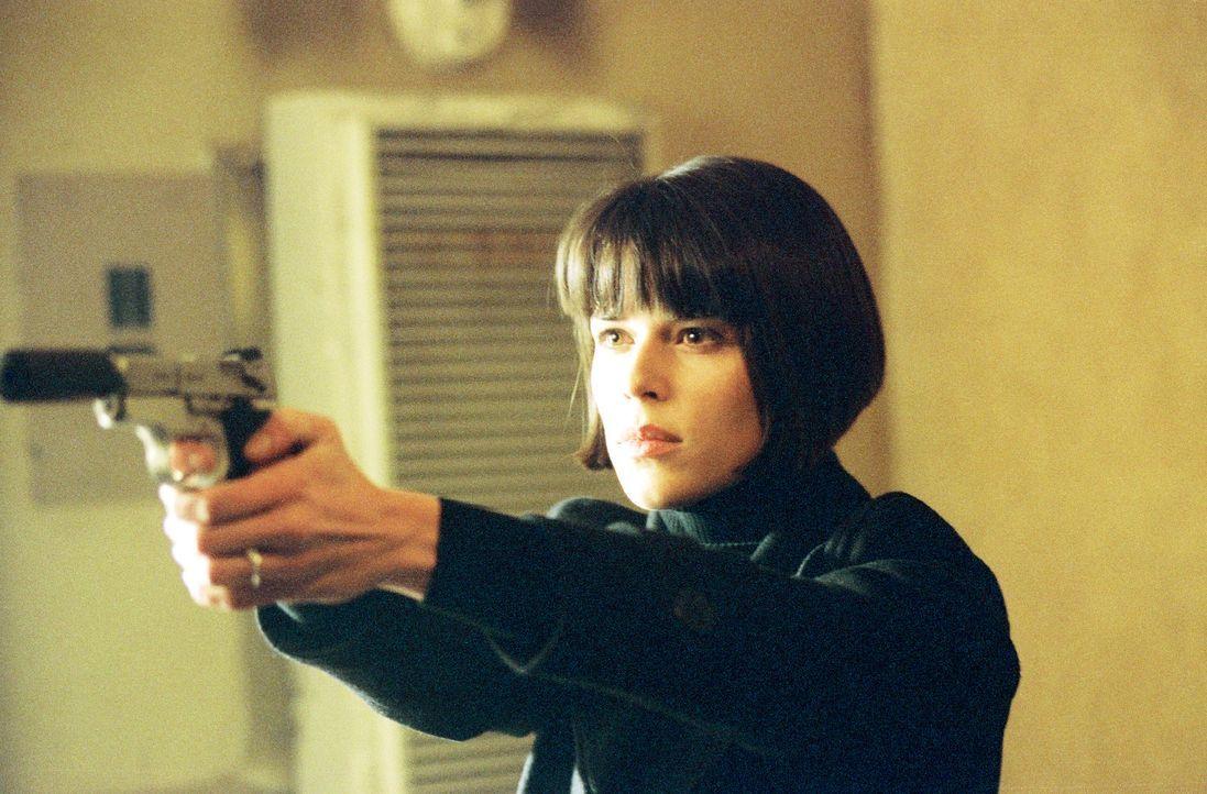 Obwohl Chloe (Neve Campbell) beteuert, seine Verlobte zu sein, weiß Frank nicht, ob er ihr trauen kann. Denn die junge Frau scheint viel mehr zu wis... - Bildquelle: Nu Image