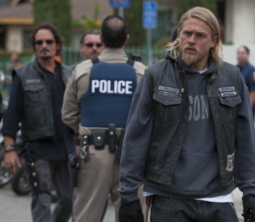 Rachegedanken plagen Jax (Charlie Hunnam). Er will diejenigen bestrafen, die seine Familie bedroht haben ... - Bildquelle: 2010 FX Networks, LLC. All rights reserved.