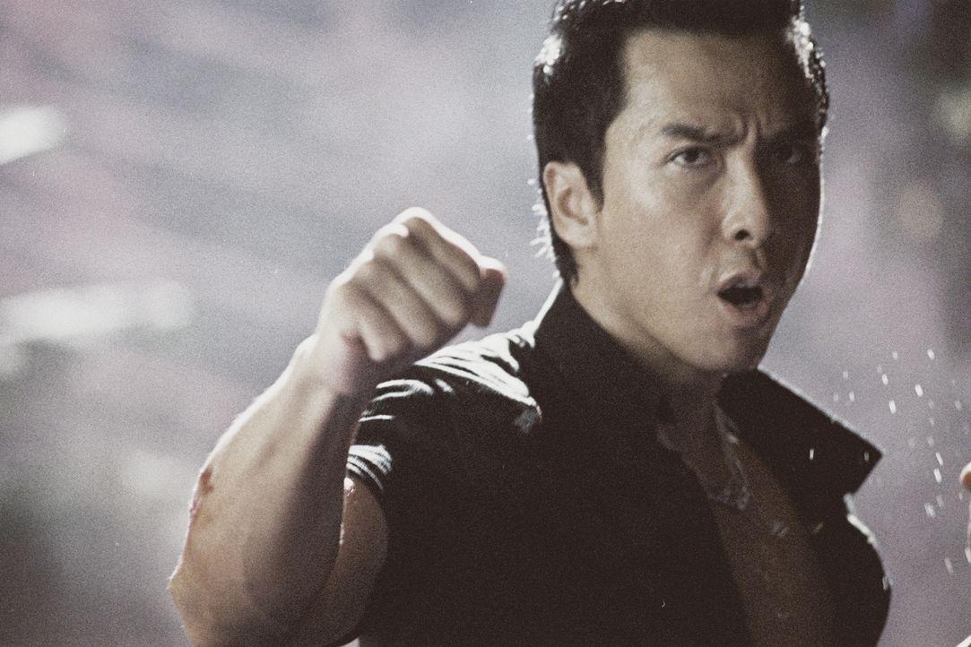 Erst spät erkennt Inspektor Ma Kwan (Donnie Yen), dass auch ein Polizist ab und zu Gesetze brechen muss, um hemmungslose Gangster dingfest machen zu... - Bildquelle: Elite Entertainment Group
