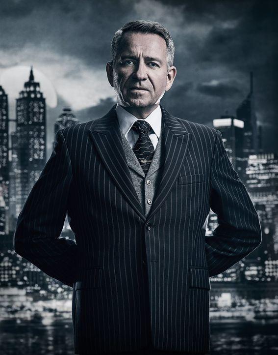 (4. Staffel) - Wie wird Alfred (Sean Pertwee) reagieren, wenn sich der junge Wayne dazu entschließt, als neuer Held für Gotham zu kämpfen? - Bildquelle: 2017 Warner Bros.