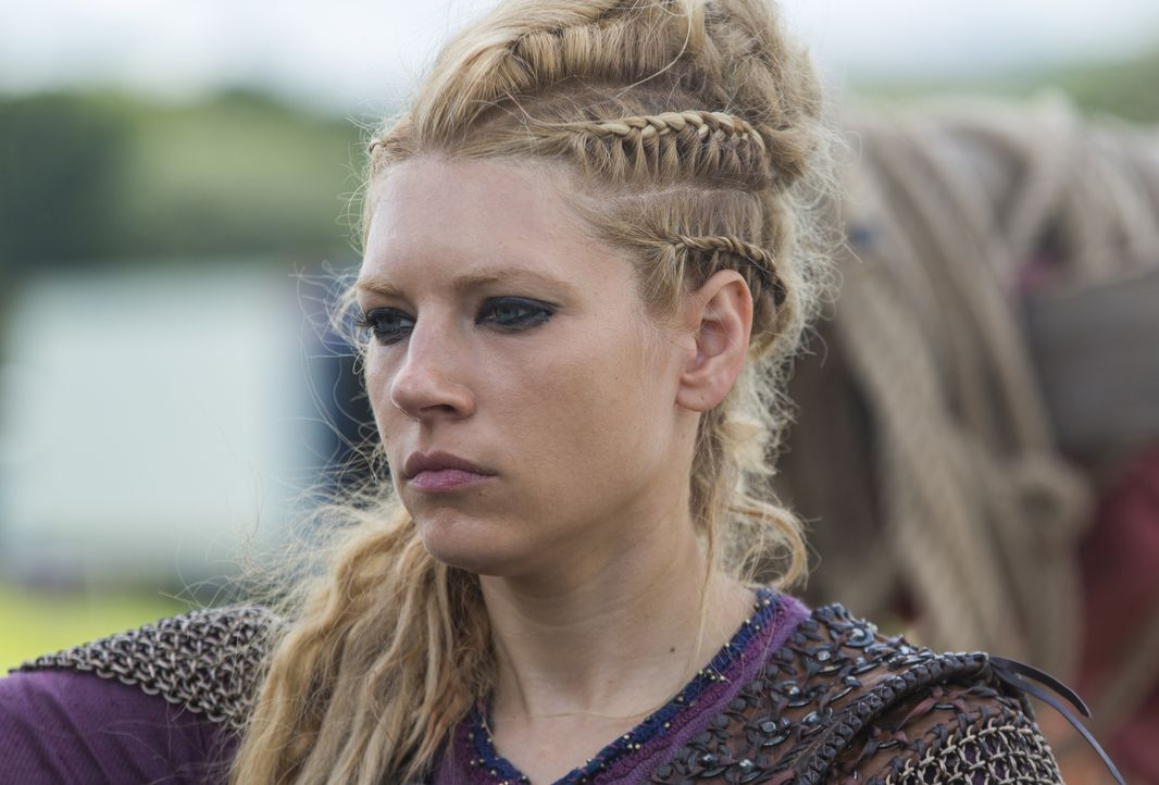Während Erlendur glaubt, dass der Zeitpunkt für seine Rache gekommen ist, muss Lagertha (Katheryn Winnick) mit dem Verlust ihres ungeborenen Kindes... - Bildquelle: 2016 TM PRODUCTIONS LIMITED / T5 VIKINGS III PRODUCTIONS INC. ALL RIGHTS RESERVED.