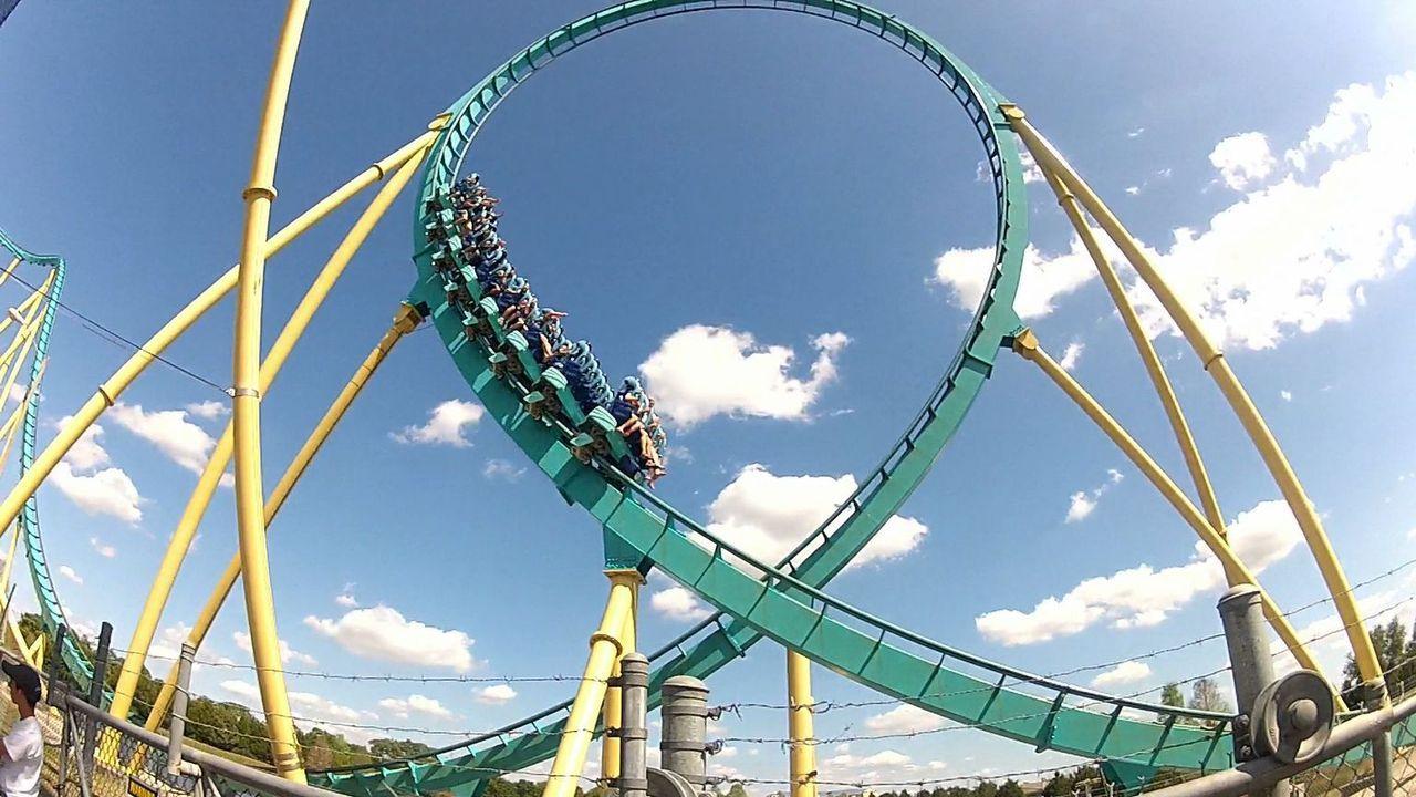 Welche Achterbahn wird wohl heute das Rennen machen? - Bildquelle: 2012, The Travel Channel, L.L.C. All rights Reserved.