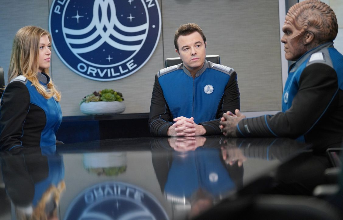 (v.l.n.r.) Commander Kelly Grayson (Adrianne Palicki); Capt. Ed Mercer (Seth MacFarlane); Lieutenant Commander Bortus (Peter Macon) - Bildquelle: 2019 Twentieth Century Fox Film Corporation. All rights reserved.