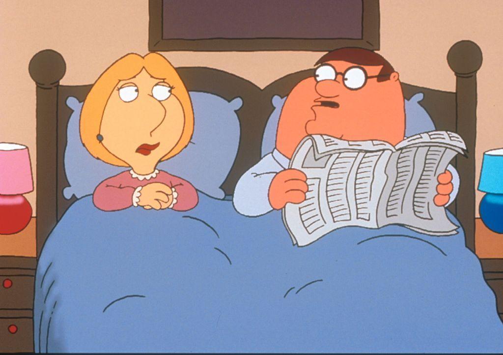 (2. Staffel) - Muss sich Lois (l.) jetzt Sorgen machen? Ihr Mann Peter (r.) liest im Bett ... - Bildquelle: TM +   1998 Twentieth Century Fox Film Corp. All Rights Reserved.