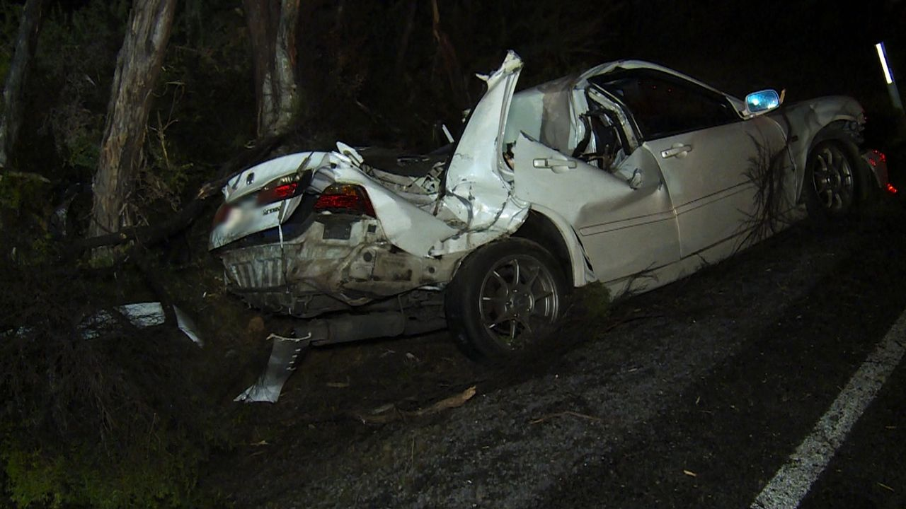 Die Polizei wird zu einem brutalen Unfall gerufen. Der Wagen ist ziemlich de... - Bildquelle: Greenstone