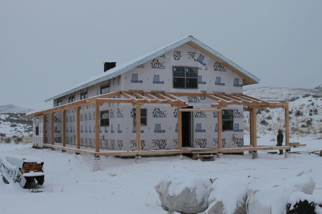 Auf Jon und Etta wartet noch jede Menge Arbeit: Das Haus muss dringend fertiggestellt werden, es fehlen noch immer die Veranda, sowie Teile des Dach... - Bildquelle: 2016,DIY Network/Scripps Networks, LLC. All Rights Reserved