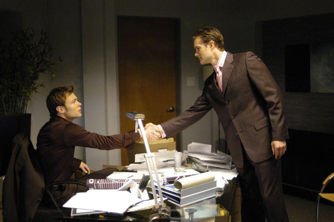 "Matthew Ross (Garret Dillahunt, r.) schließt sich dem ""4400 Center"" an, um als Shawns (Patrick Flueger, l.) Berater tätig zu sein ... - Bildquelle: Viacom Productions Inc."