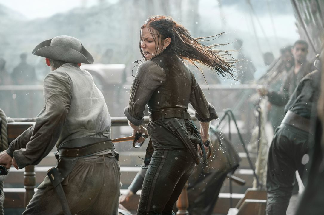 Steht im Kampf keinem Mann was nach: Anne Bonny (Clara Paget) ... - Bildquelle: David Bloomer 2016 Starz Entertainment, LLC. All Rights Reserved
