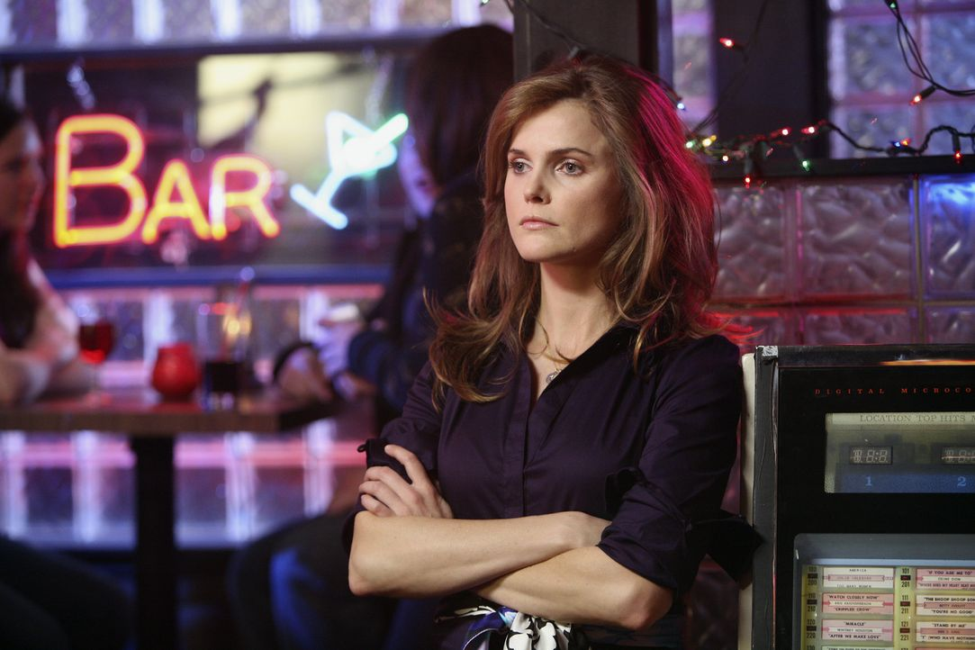 Melody (Keri Russell) ahnt, dass sie J.D. ein Dorn im Auge ist, weil sie mit Elliott plötzlich so viel Zeit verbringt ... - Bildquelle: Touchstone Television