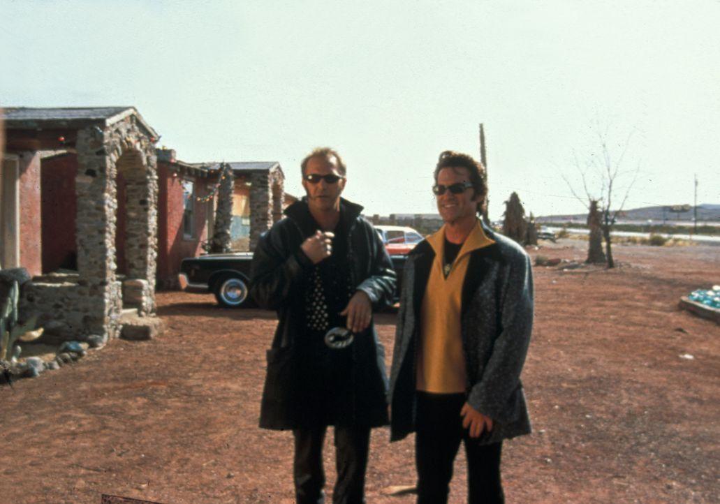 Bei der Verteilung der Beute kommt es zwischen Murphy (Kevin Costner, l.), Michael (Kurt Russell, r.) und den anderen Gangster zu einer harten Ausei... - Bildquelle: Francise Pictures
