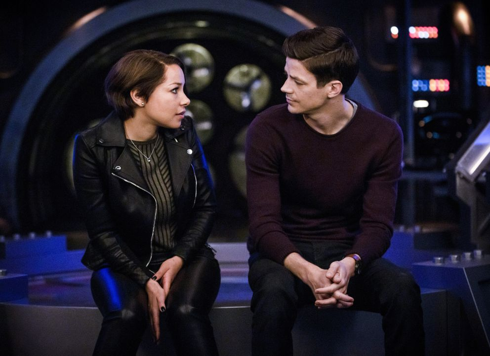 Nora (Jessica Parker Kennedy, l.); Barry (Grant Gustin, r.) - Bildquelle: Jack Rowand 2019 The CW Network, LLC. All rights reserved. / Jack Rowand