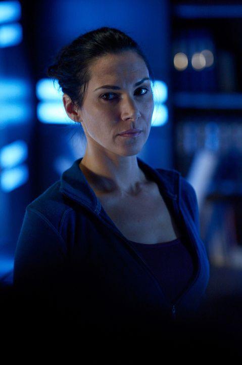 Kann Julias (Kyra Zagorsy) Blut wirklich für ein wenig Aufschluss sorgen? - Bildquelle: 2014 Sony Pictures Television Inc. All Rights Reserved.