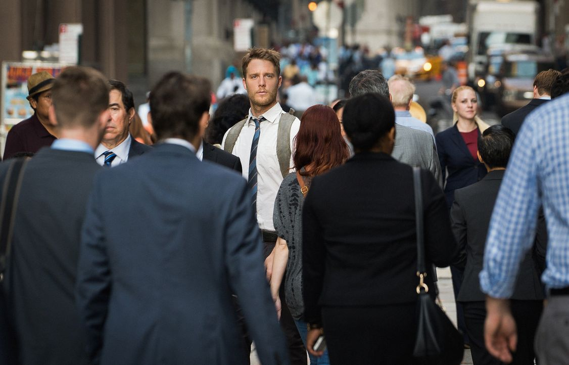Brian (Jake McDorman) gefährdet seinen neuen Job beim FBI, als er den Befehl, seinen Schreibtisch nicht zu verlassen, missachtet ... - Bildquelle: Michael Parmelee 2015 CBS Broadcasting, Inc. All Rights Reserved