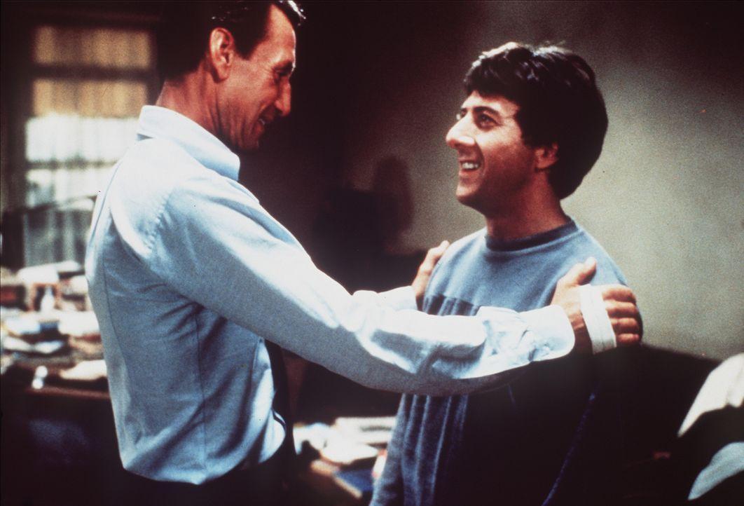 Der CIA-Agent Doc Levy (Roy Scheider, l.) besucht seinen jüngeren Bruder Babe (Dustin Hoffman, r.) - doch kurz danach wird Doc ermordet ... - Bildquelle: Paramount Pictures