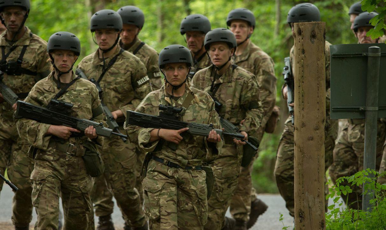 Nur 22 der 29 ursprünglichen Teilnehmer sind durch die erste Runde gekommen und müssen sich auch weiterhin den extremen Anforderungen der Ausbilder... - Bildquelle: Adrian Rogers 2015 BBC