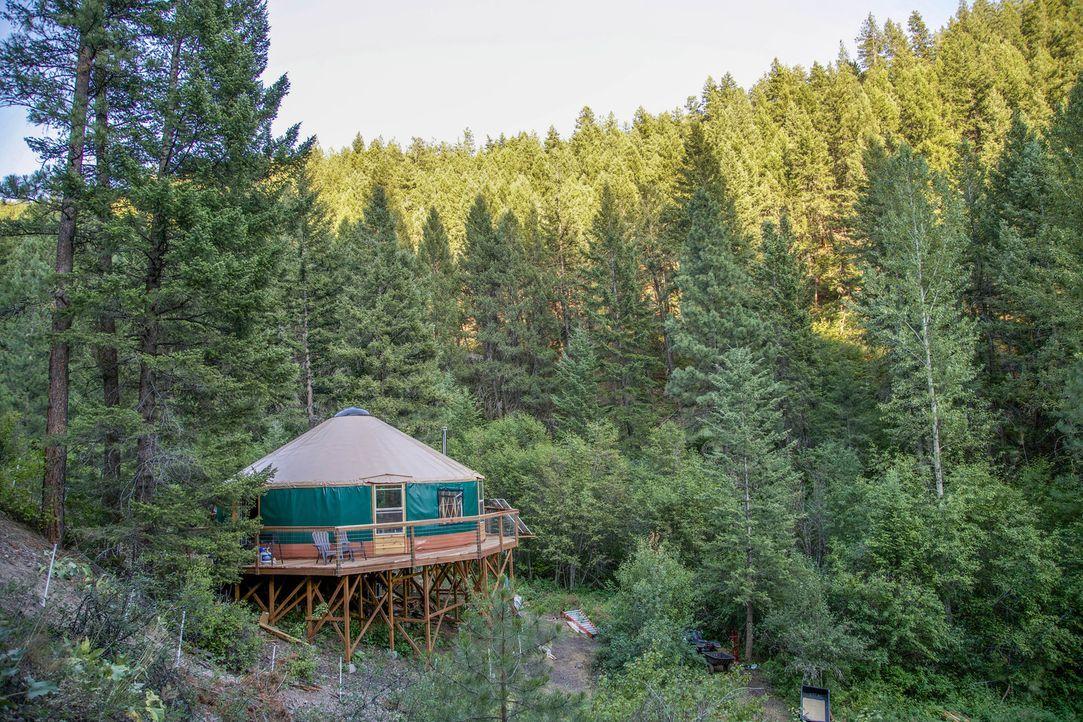 Ein Zuhause weit weg von der nächsten Stadt hat vor allem einen Vorteil - man kann zur Ruhe kommen und die Natur genießen. Genau dieser Traum wird n... - Bildquelle: 2015,DIY Network/Scripps Networks, LLC. All Rights Reserved.