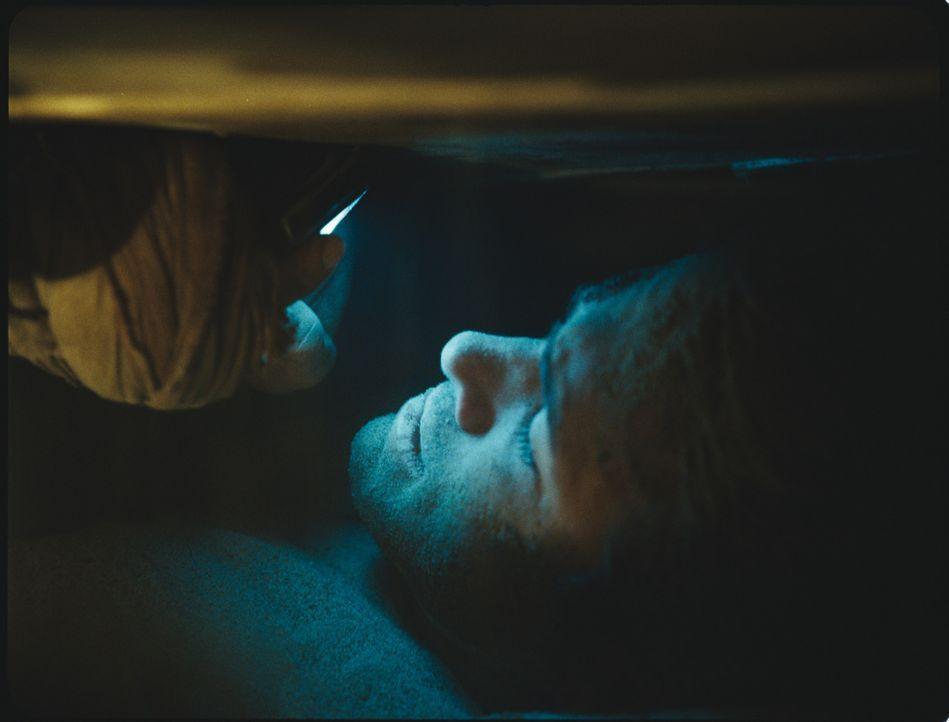 Paul Conroy (Ryan Reynolds) wurde lebendig begraben und weiß weder, wer ihm das angetan hat, noch warum. Seine einzige Chance, diesem Alptraum zu en... - Bildquelle: ASCOT ELITE Home Entertainment GmbH _Buried