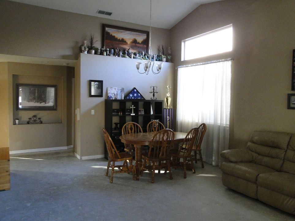 In nur drei Tagen wollen Josh Temple und sein Team das Haus von Gretchen und Trevyn neu gestalten. Doch werden die beiden mit dem Ergebnis zufrieden... - Bildquelle: 2013, DIY Network/Scripps Networks, LLC. All Rights Reserved.
