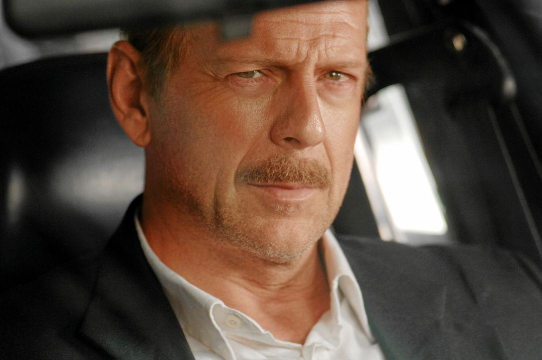 Der ausgebrannte NYPD-Detective Jack Mosley (Bruce Willis, r.) hat große Alkoholprobleme, ein kaputtes Bein und überhaupt keine Kondition. Im Revier... - Bildquelle: Nu Image