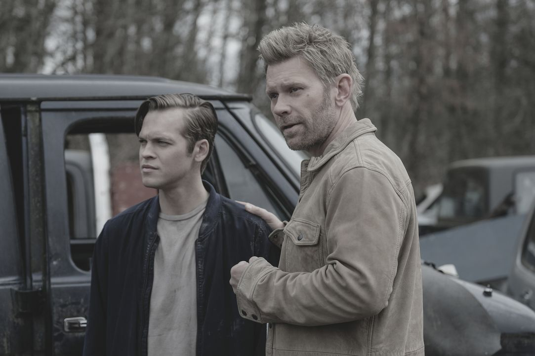 Jack (Alexander Calvert, l.); Lucifer (Mark Pellegrino, r.) - Bildquelle: Robert Falconer 2018 The CW Network, LLC. All Rights Reserved / Robert Falconer