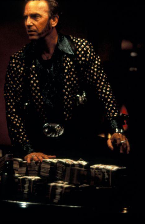 """Der eiskalte Killer Murphy (Kevin Costner) ist seit langem davon überzeugt, ein unehelicher Sohn des """"Kings"""" zu sein und deshalb Anspruch auf das Pr... - Bildquelle: Francise Pictures"""