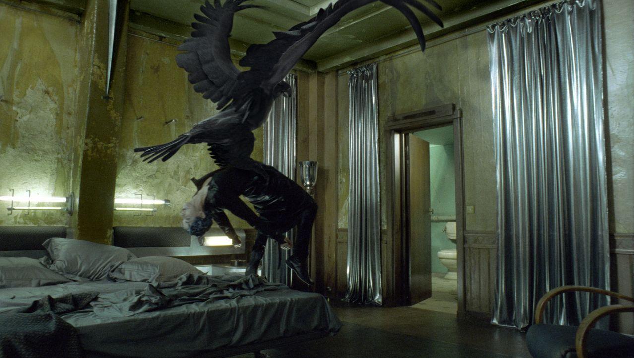 Horus, der falkenköpfige Gott, muss innerhalb von sieben Tagen einen menschlichen, männlichen Körper für den Fortpflanzungsversuch finden, um di... - Bildquelle: TF1 Films Productions