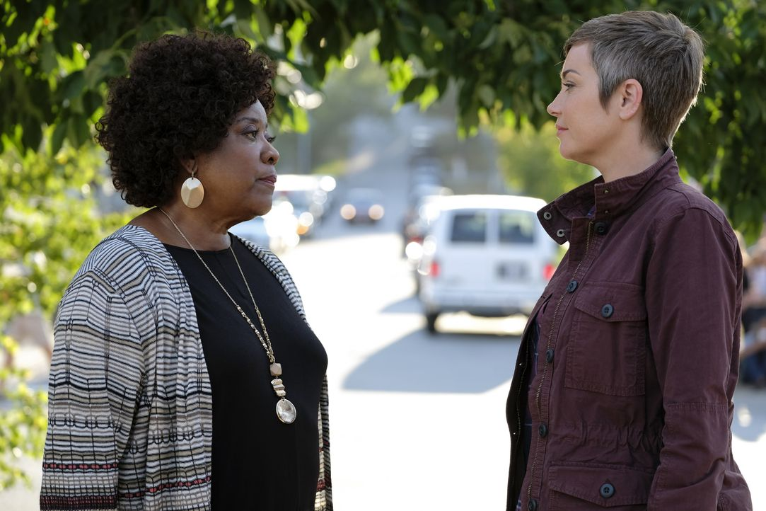 Missouri Moseley (Loretta Devine, l.); Jody Mills (Kim Rhodes, r.) - Bildquelle: Bettina Strauss 2017 The CW Network, LLC. All Rights Reserved / Bettina Strauss