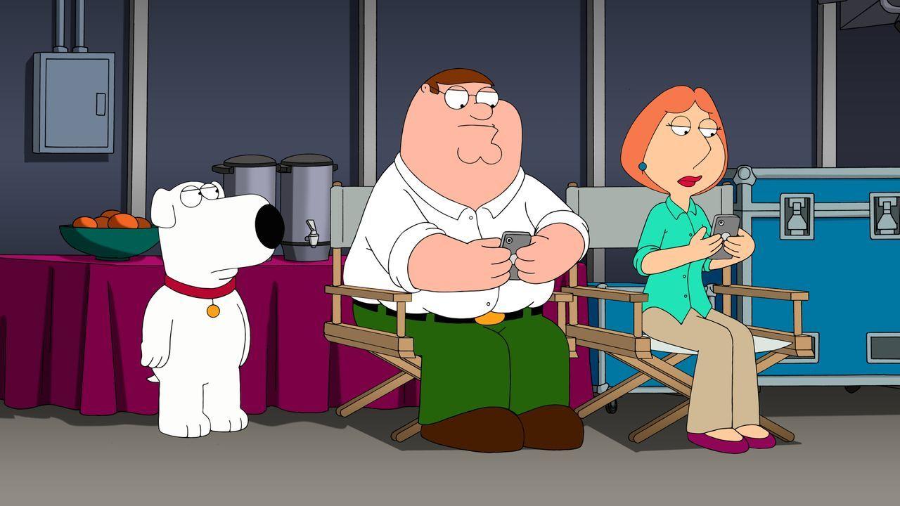 Während Peter (M.) und Lois (r.) dauerhaft mit Stewie üben und ihn ständig zu Castings schicken, sieht Brian (l.) das Ganze überaus kritisch und sie... - Bildquelle: 2015-2016 Fox and its related entities. All rights reserved.