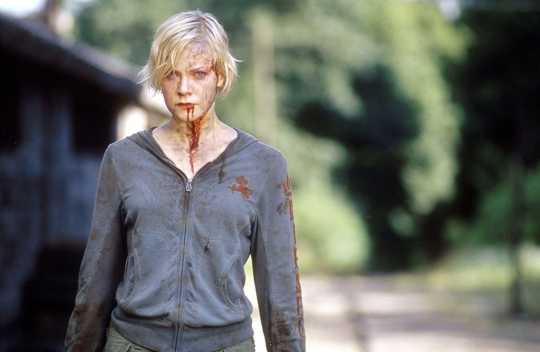 Der Betriebsausflug mit ihren Kollegen nimmt für Maggie (Laura Harris) ein blutiges Ende ... - Bildquelle: Splendid Medien
