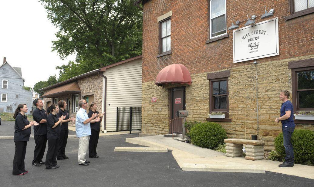 """Heute ist Gordon Ramsay im Restaurant """"Mill Street Bistro"""" in Norwalk, Ohio, zu Besuch. Nachdem der Besitzer Joe Nagy einst seinen Job im Lebensmitt... - Bildquelle: Jeff Neira FOX / Jeff Neira"""