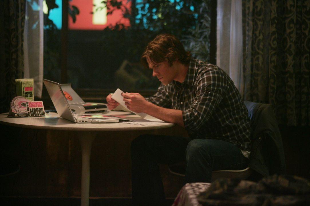 Sam (Jared Padalecki) und sein Bruder untersuchen den Mord eines Anwalts und seiner Frau ... - Bildquelle: Warner Bros. Television