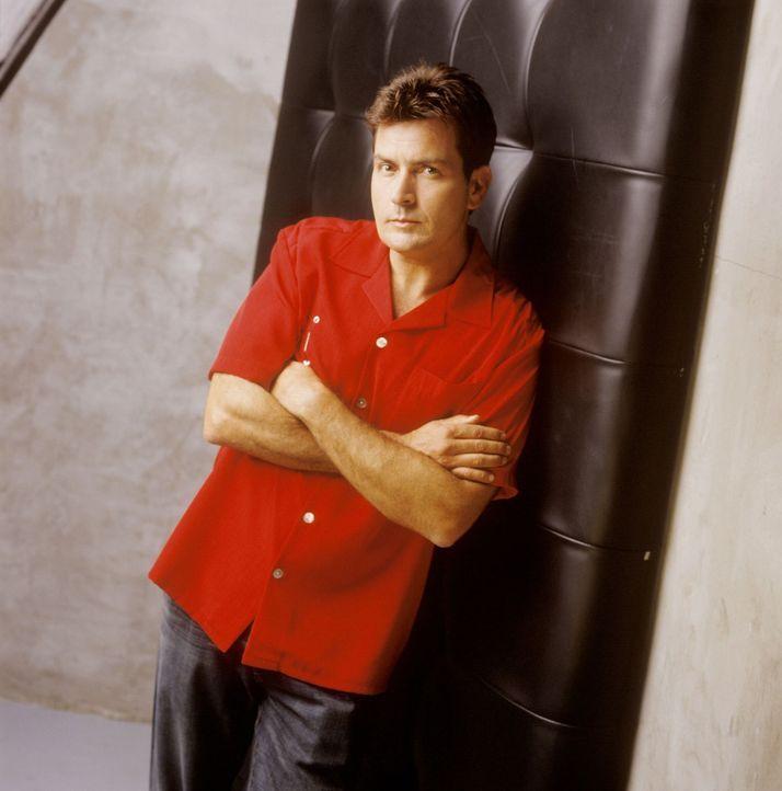 (1. Staffel) - Charlie Harper (Charlie Sheen) ist ein ziemlich erfolgreicher Produzent von Werbespots und Jingles. Als sein Bruder samt Sohn bei ihm... - Bildquelle: Warner Brothers Entertainment Inc.