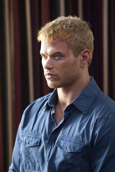 Nach einer durchzechten Nacht erwacht Feuerwehrmann David Lord (Kellan Lutz) in einer illegalen Gladiatorenarena, in der er vor die Wahl gestellt wi... - Bildquelle: Sony Pictures Television Inc. All Rights Reserved.