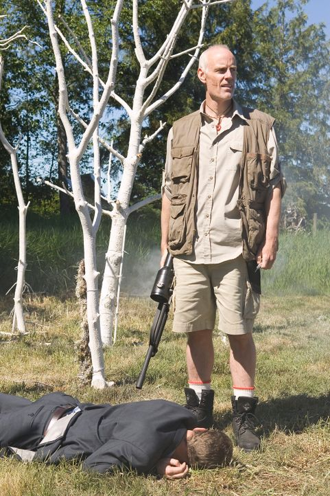 Beschäftigt sich mit jeder Art von Lebensform, die eine Bedrohung darstellen könnte: Jim Taggart (Matt Frewer, r.) ... - Bildquelle: Universal Television
