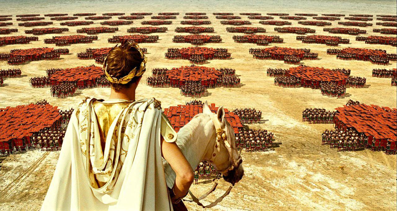 Caesars (Alain Delon) Adoptivsohn Brutus ist ein rechter Schlingel. Er will seinen Papa vom Thron stürzen ... - Bildquelle: Constantin Film