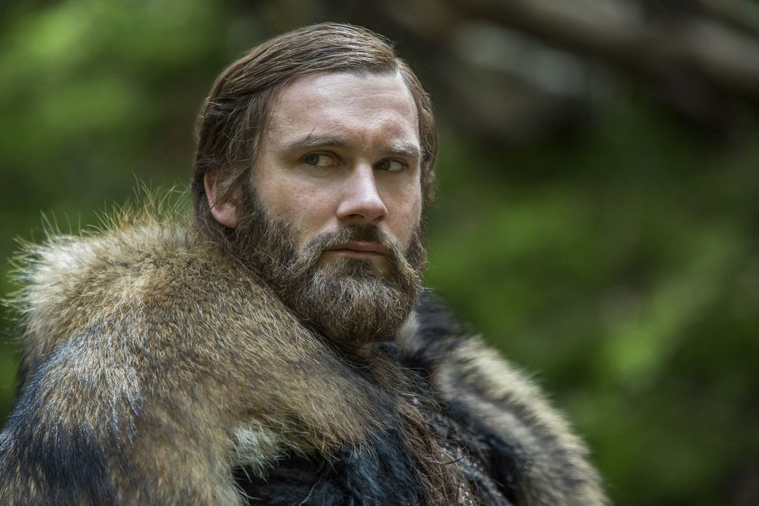 Während Ragnar mit dem Tod ringt, hintergeht Rollo (Clive Standen) den letzten seiner Wikingerfreunde, um seine Position am französischen Hof zu stä... - Bildquelle: 2016 TM PRODUCTIONS LIMITED / T5 VIKINGS III PRODUCTIONS INC. ALL RIGHTS RESERVED.