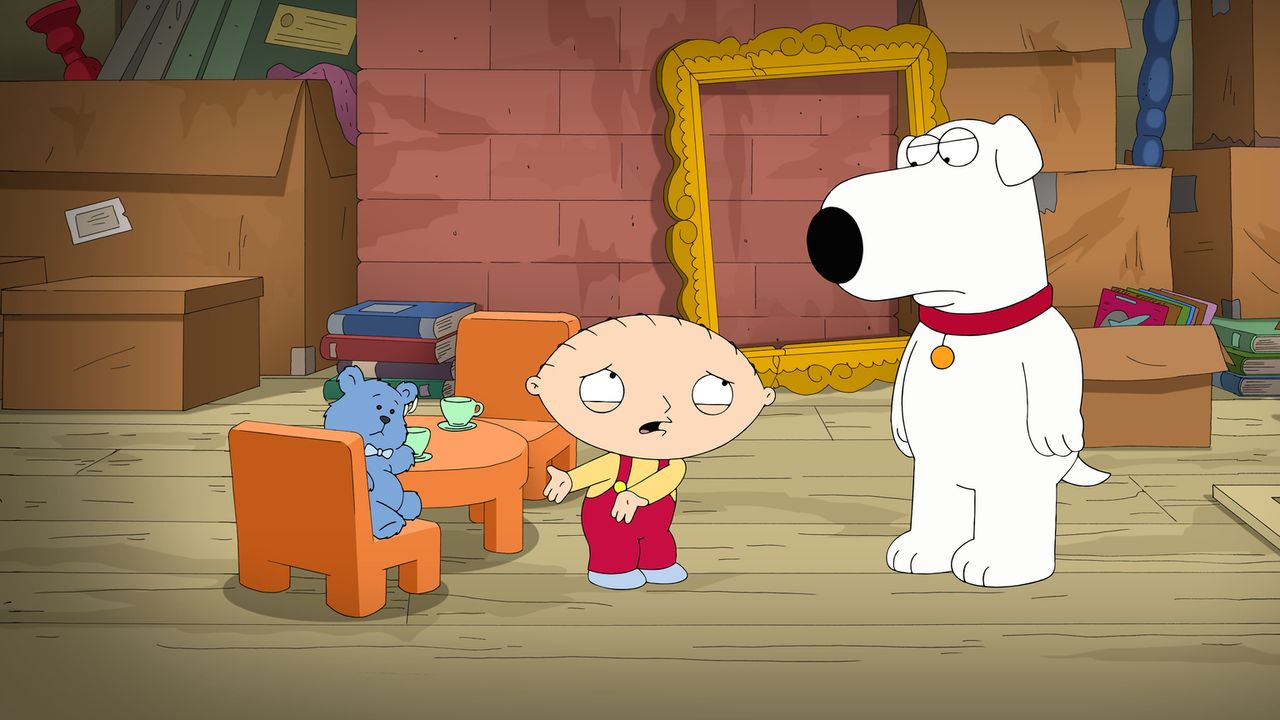Als Stewie (M.) seinen alten Teddy Oscar (l.) auf dem Dachboden findet, ist er total durcheinander. Doch kann Brian (r.) ihm weiterhelfen? - Bildquelle: 2014 Twentieth Century Fox Film Corporation. All rights reserved.