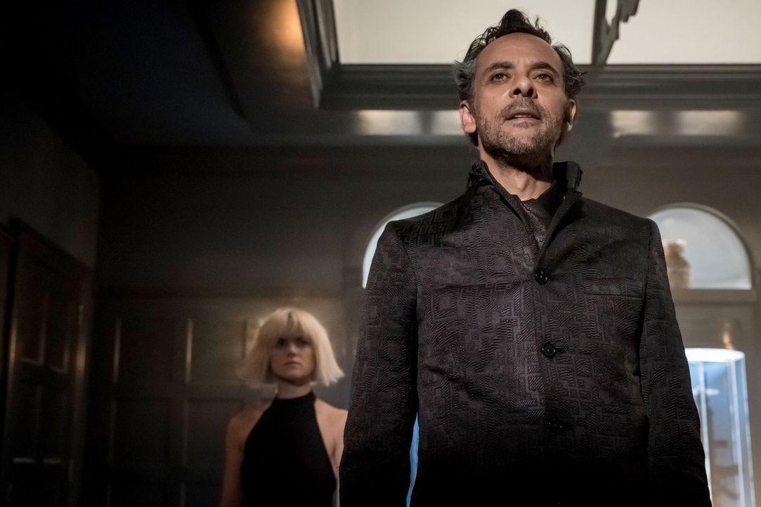 Auf der Suche nach einem wertvollen Gegenstand reist Ra's al Ghul (Alexander Siddig) nach Gotham, doch so einfach kommt er nicht in den Besitz des O... - Bildquelle: 2017 Warner Bros.