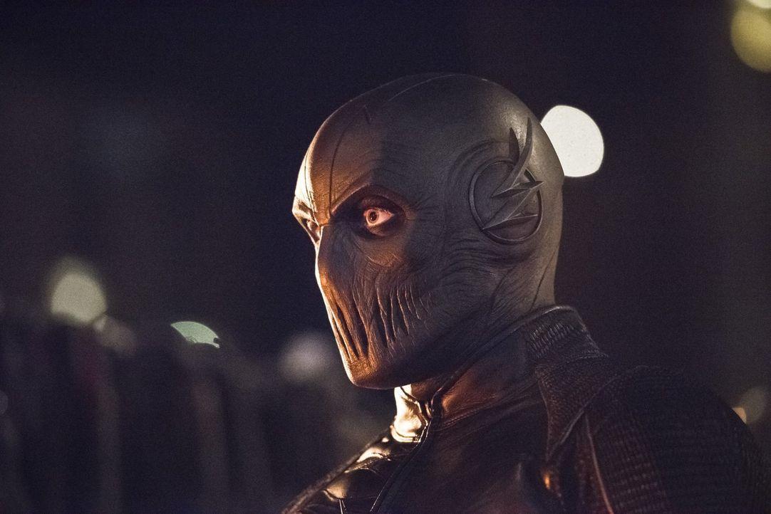 Zoom (Tony Todd) scheint unbesiegbar zu sein, aber werden Barry und sein Team den Kampf für das Gute wirklich aufgeben? - Bildquelle: 2015 Warner Brothers.