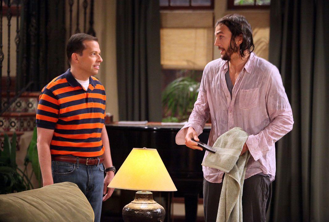 Alan (Jon Cryer, l.) hat Charlies Haus geerbt, kann es sich aber nicht leisten. Mitten in der Suche nach einem Käufer trifft er auf den IT-Milliardä... - Bildquelle: Warner Brothers Entertainment Inc.