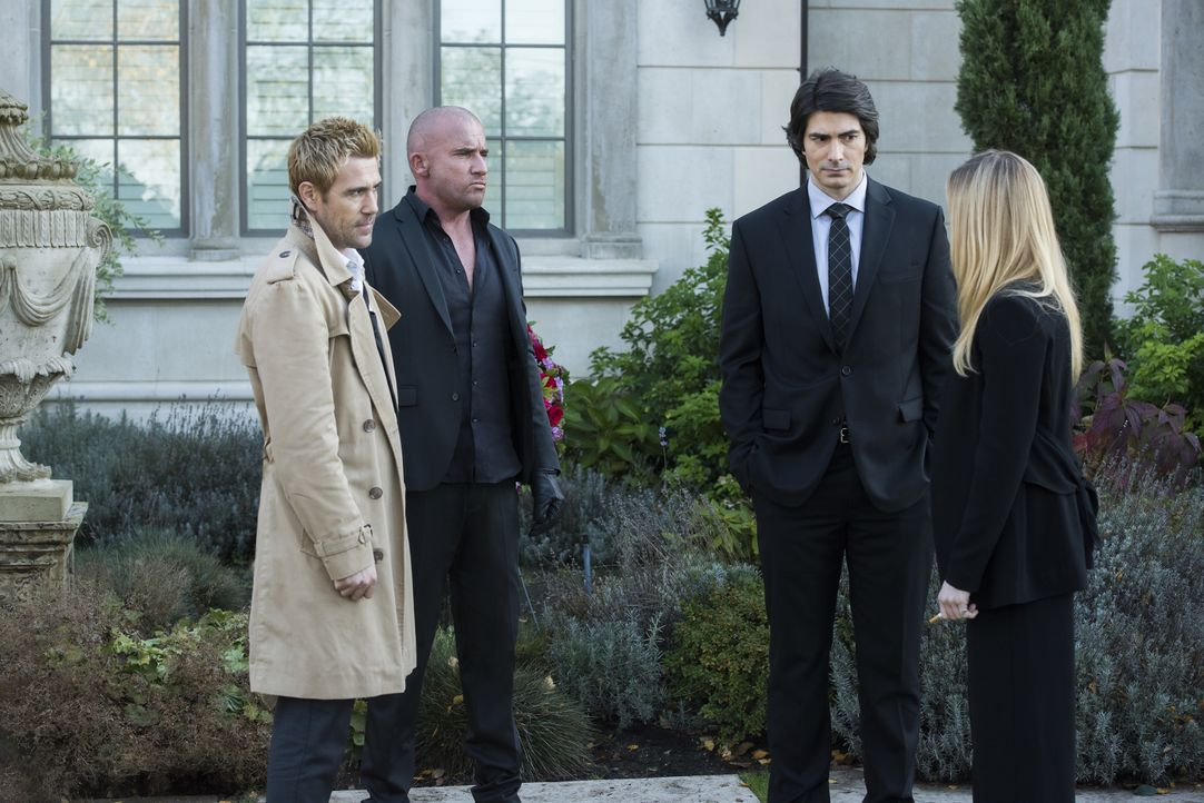 (v.l.n.r.) Constantine (Matt Ryan); Rory (Dominic Purcell); Ray (Brandon Routh); Sara (Caity Lotz) - Bildquelle: Dean Buscher 2019 The CW Network, LLC. All rights reserved. / Dean Buscher